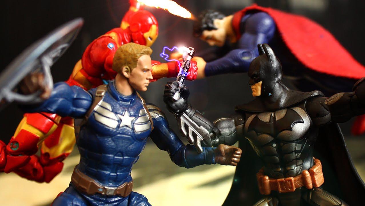 Superman vs batman vs spiderman vs ironman